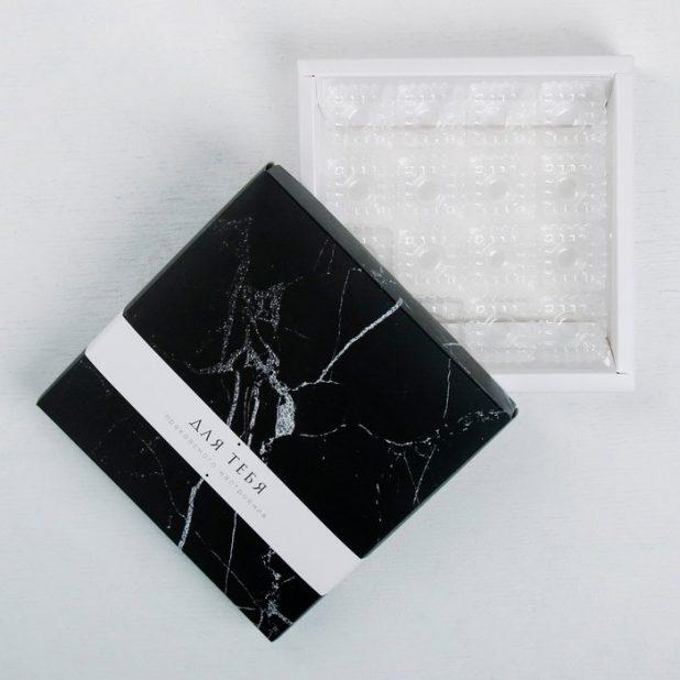 Коробка с ячейками для конфет прекрасного настроения, 16 конфет, 19 х 19 х 3,5 см